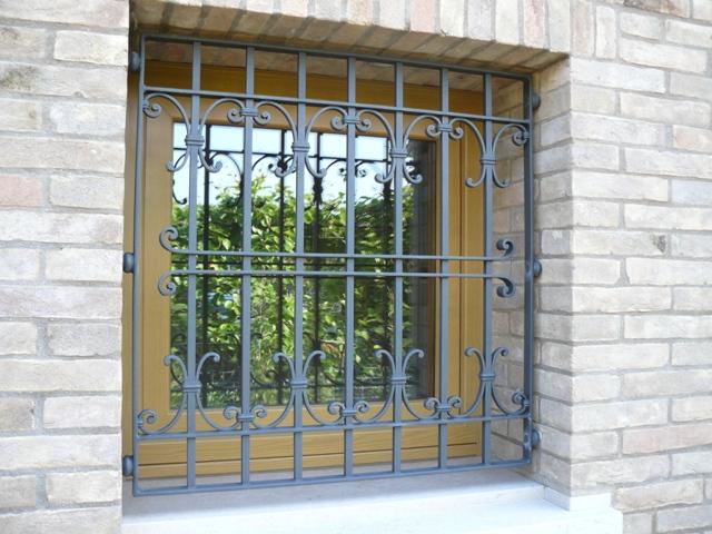 Inferriate rosso ferro battuto - Inferriate per finestre in ferro battuto ...