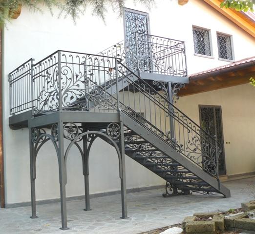 Scale e ringhiere esterne rosso ferro battuto - Scale per esterno in muratura ...